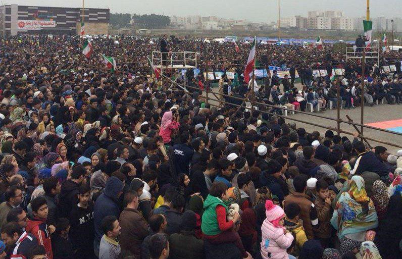 مردم با حمایت فامیلی مدرن، پیادهروی کردند؛ دوچرخه گرفتند و نهال کاشتند