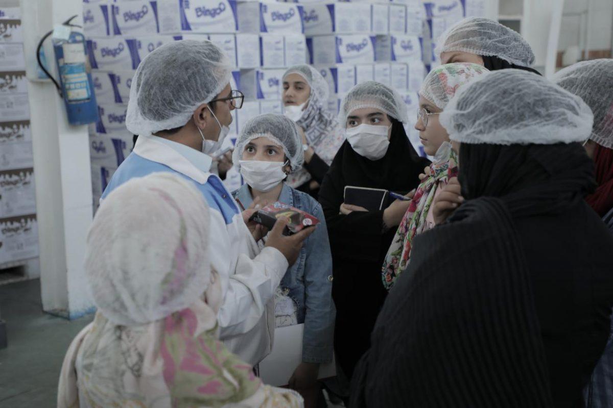 بازدید دانشآموزان نخبه کانون رشد موسسه مهرآفرین از کارخانه کیک بینگو
