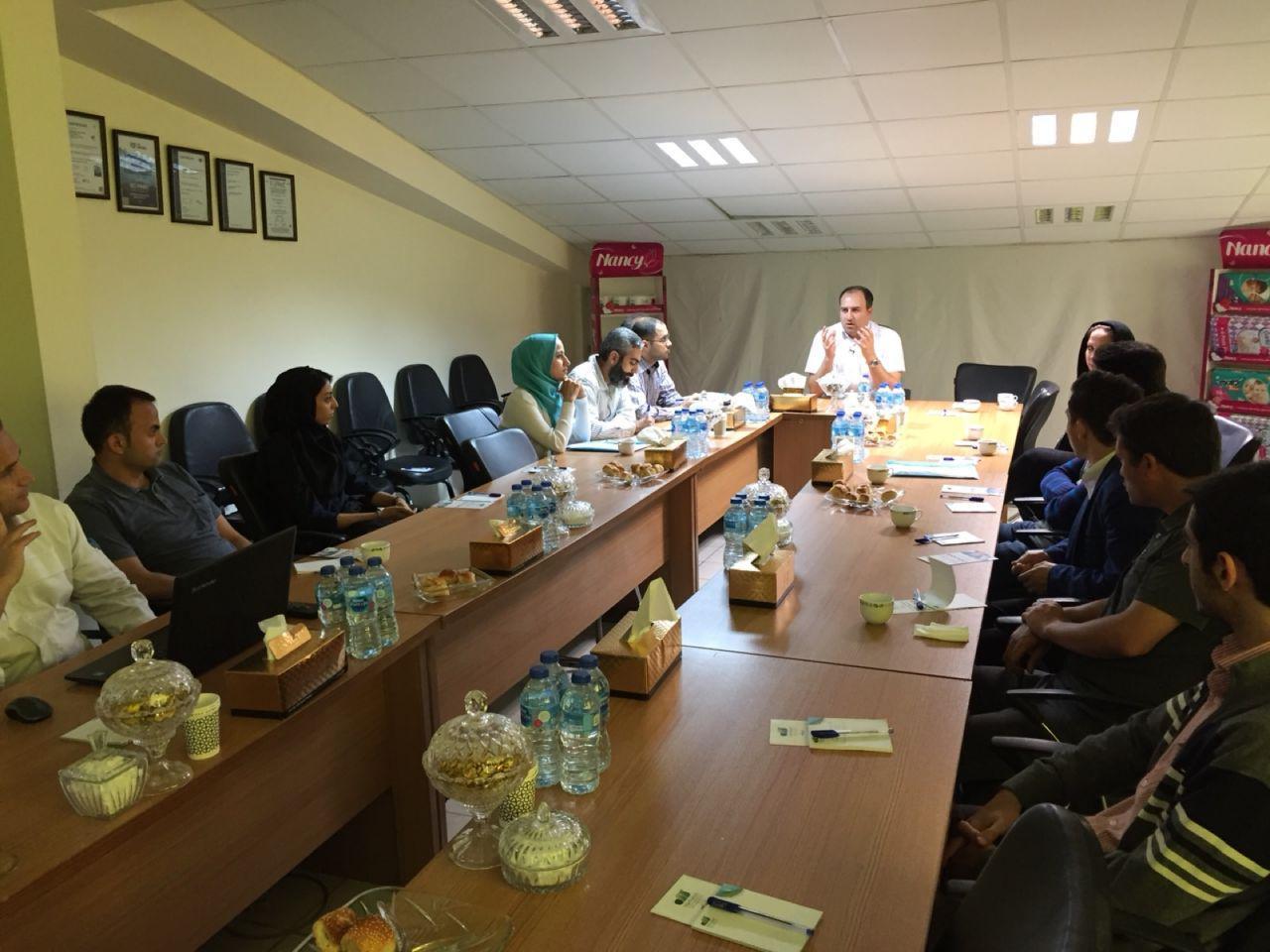بازدید دانشجویان نخبه دانشگاه تهران از یک کارخانه گروه صنعتی گلرنگ