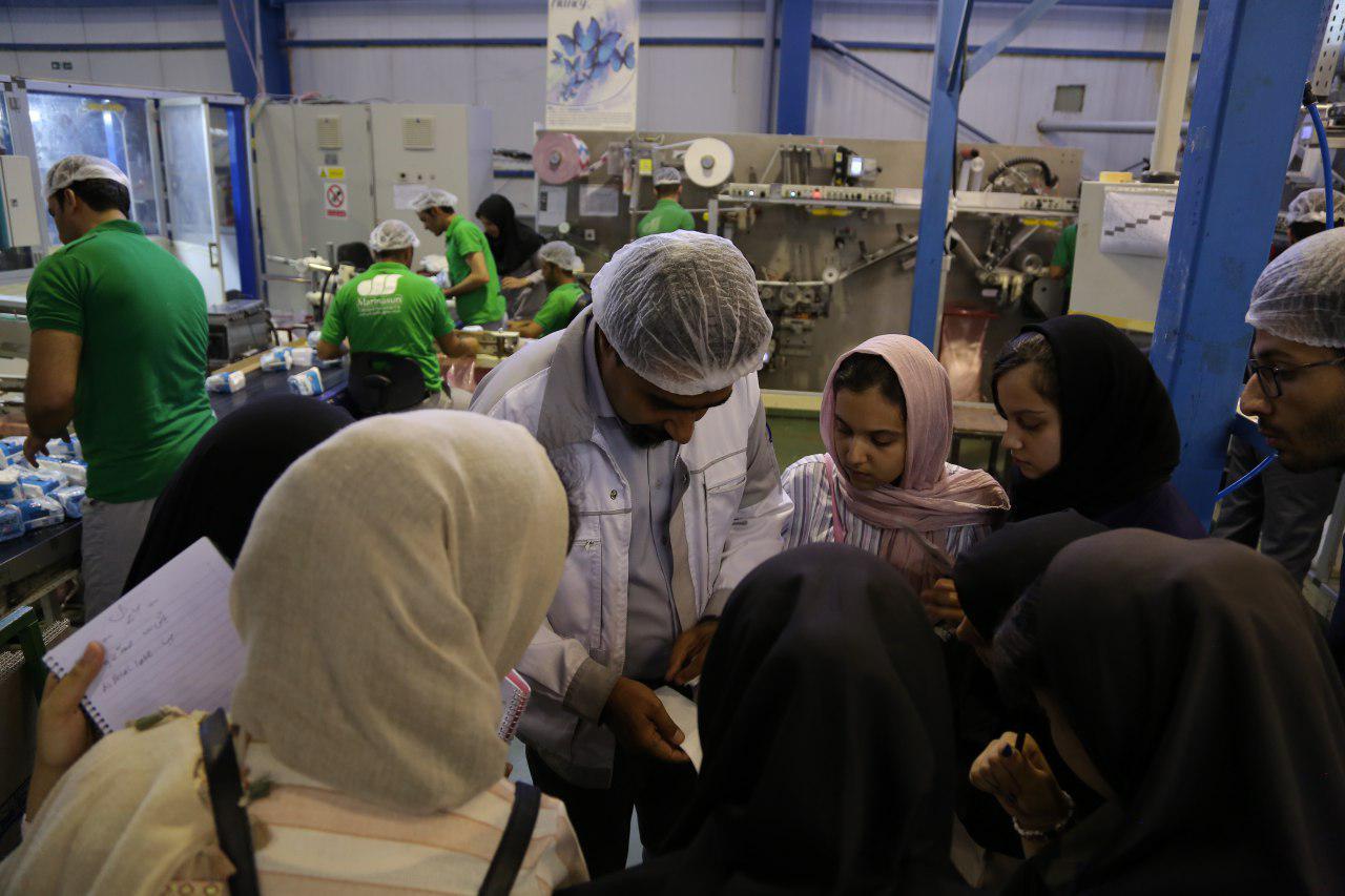 بازدید دانشآموزان پژوهشگر منطقه ۱۵ از کارخانه ماریناسان