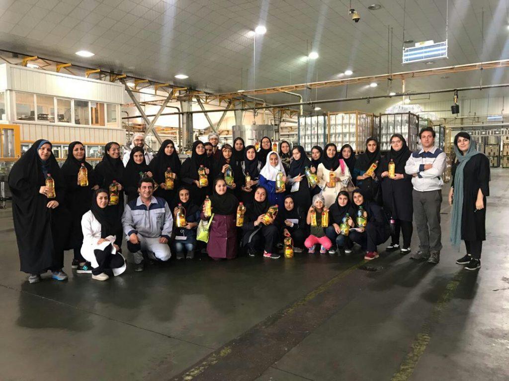 بازدید دانشآموزان پژوهشگر از کارخانه صنعت غذایی کورش