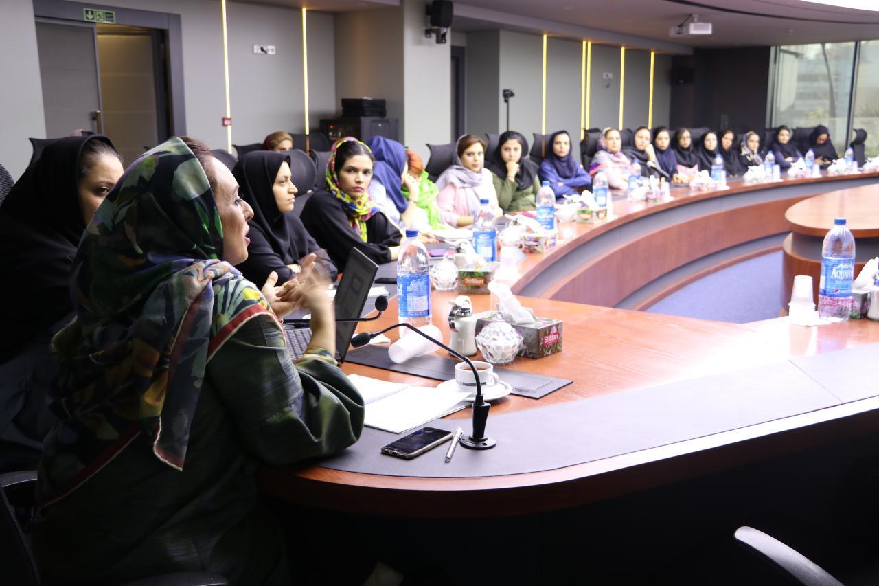 برگزاری همایش سلامت بانوان ایرانی در گروه صنعتی گلرنگ